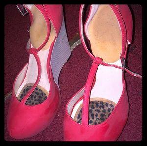 Shoe Dazzle Raspberry Wedge